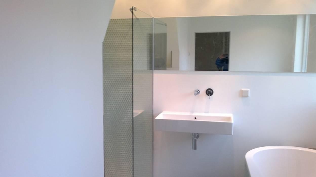 Gastenbadkamer Groningen 3:  Badkamer door Badexclusief, Modern
