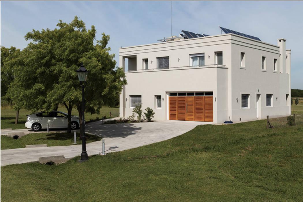 La Casa G: La Casa Sustentable en Argentina. Casas modernas: Ideas, imágenes y decoración de La Casa G: La Casa Sustentable en Argentina Moderno