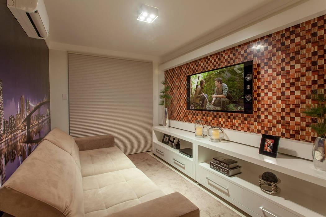 Salle multimédia moderne par Designer de Interiores e Paisagista Iara Kílaris Moderne