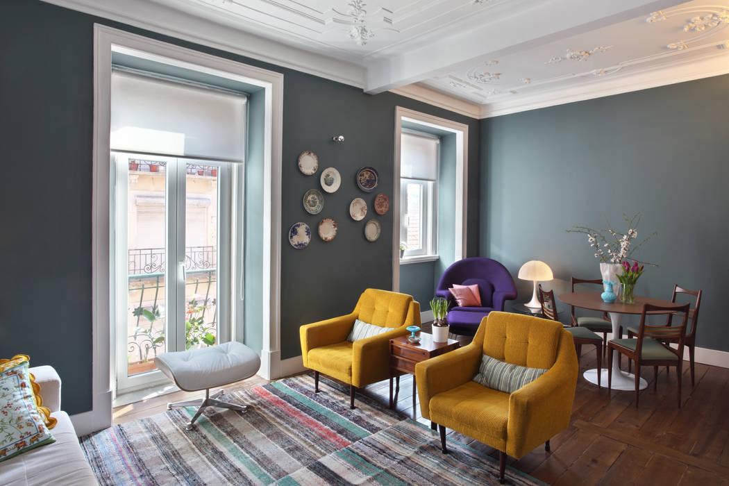 Apartamento Saldanha_Reabilitação Arquitectura + Design Interiores Salas de estar ecléticas por Tiago Patricio Rodrigues, Arquitectura e Interiores Eclético