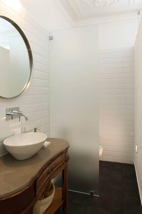 Modern Bathroom by Tiago Patricio Rodrigues, Arquitectura e Interiores Modern