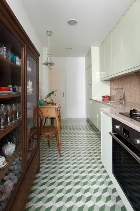Apartamento Saldanha_Reabilitação Arquitectura + Design Interiores Cozinhas modernas por Tiago Patricio Rodrigues, Arquitectura e Interiores Moderno