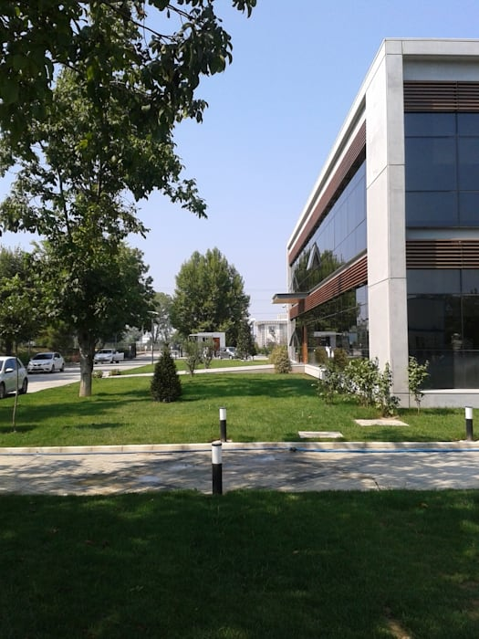 Çisem Peyzaj Tasarım – Sakarya 1.Organize Sanayi Bölgesi Müdürlük Binası Bahçesi Peyzaj Alanı:  tarz Etkinlik merkezleri, Modern