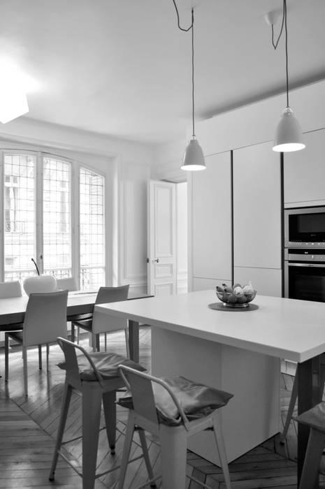 conception sur mesure: Cuisine de style  par officine TNT Architecture