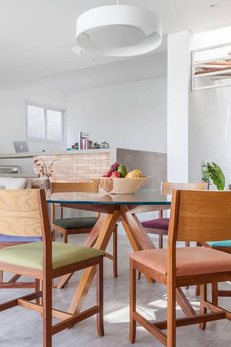Residência Parque dos Príncipes: Salas de jantar  por Nautilo Arquitetura & Gerenciamento