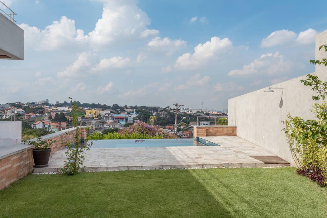 Residência Parque dos Príncipes: Piscinas  por Nautilo Arquitetura & Gerenciamento,