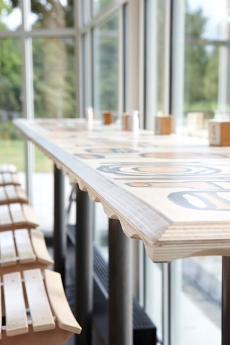 Hoge bartafels, beschilderd:  Gastronomie door Design X Ambacht
