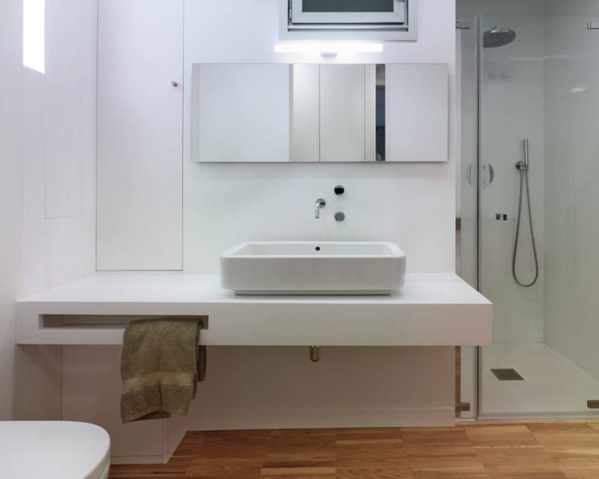 Baños de estilo moderno de Castroferro Arquitectos Moderno