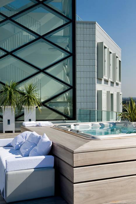Dettaglio: Terrazza in stile  di Studio Architettura Carlo Ceresoli