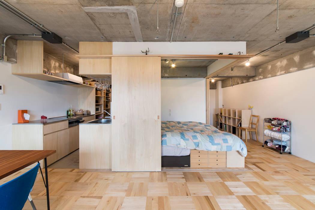 Dormitorios de estilo moderno de 吉田裕一建築設計事務所 Moderno