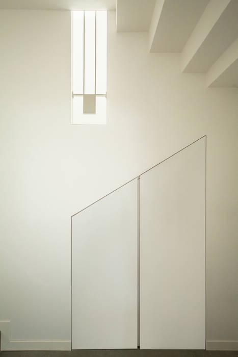 Particolare ingresso: Ingresso & Corridoio in stile  di andrea lazzaro architetto