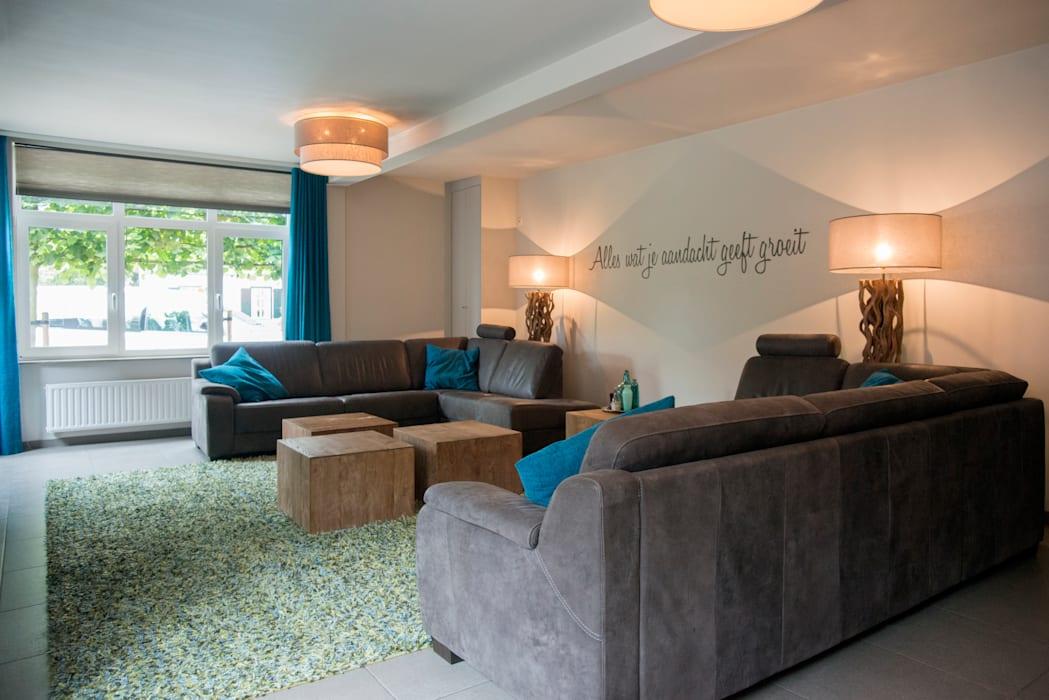 Groen blauwe draadjes tapijt:  Woonkamer door Hemels Wonen interieuradvies