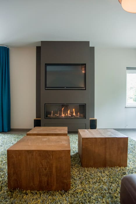 Tv haard combinatie:  Woonkamer door Hemels Wonen interieuradvies en ontwerp