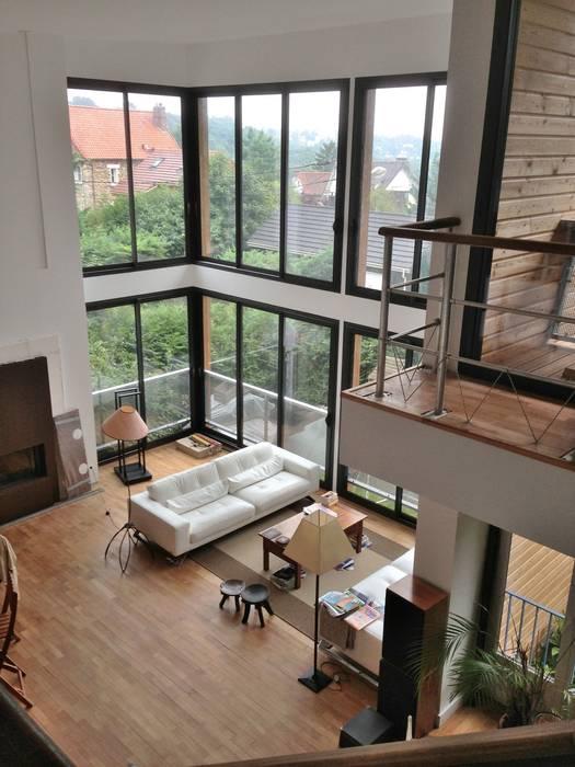 Séjour toute hauteur: Salon de style de style Moderne par Francis Chatelin
