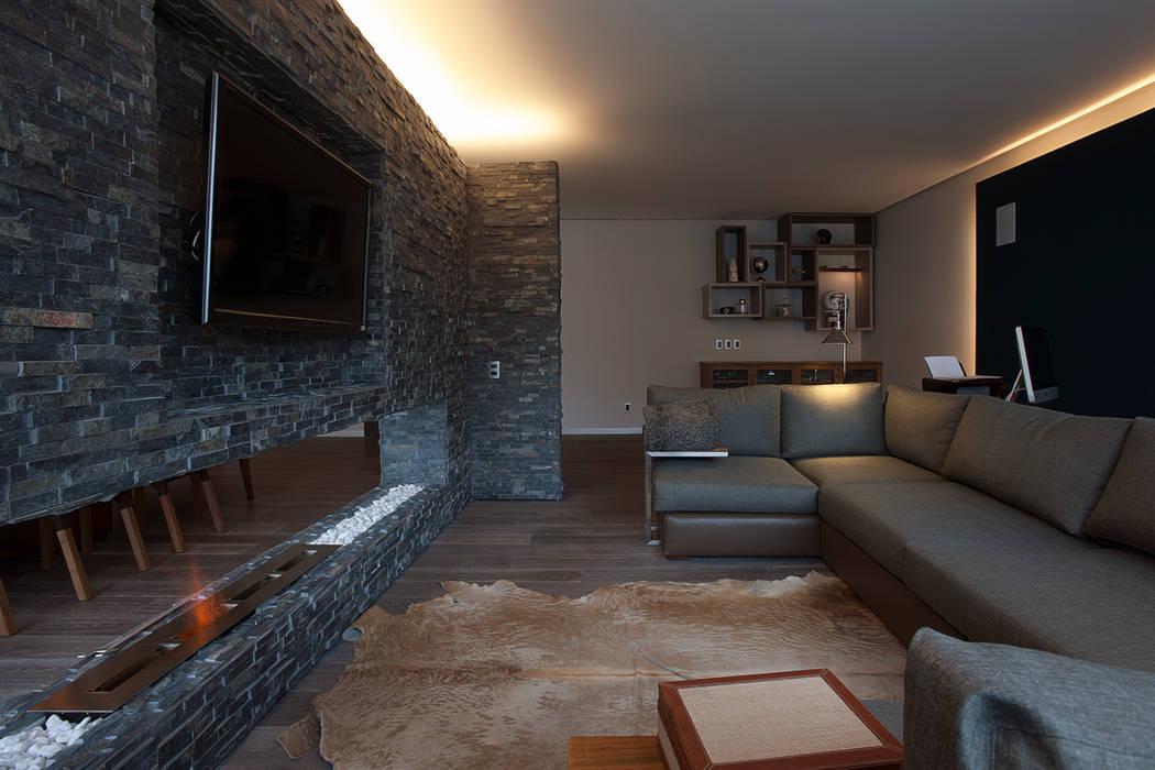 Departamento DL: Salas de estilo  por kababie arquitectos, Moderno
