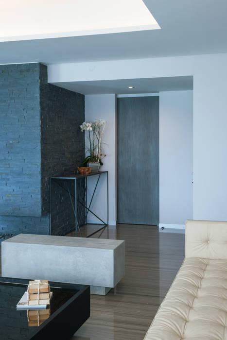 minimalist  by kababie arquitectos, Minimalist