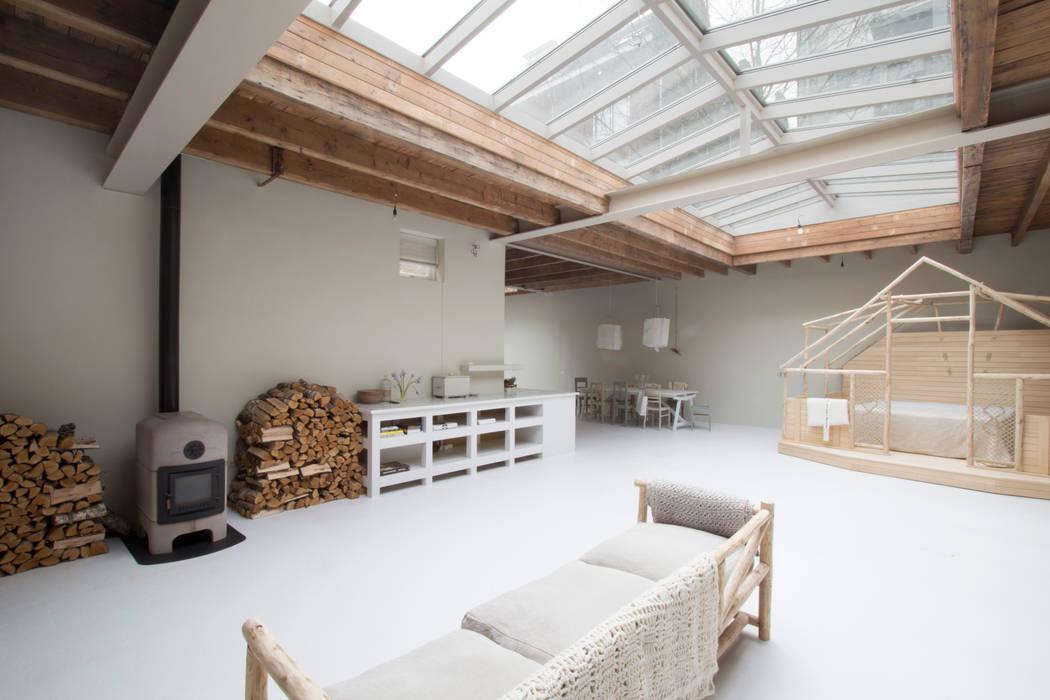 privé gedeelte:  Woonkamer door Architectenbureau Vroom, Eclectisch
