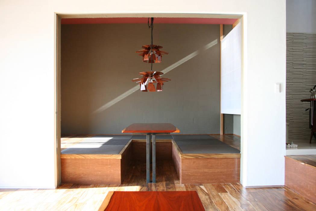 中津O邸 Nakatsu O house オリジナルデザインの リビング の 一級建築士事務所たかせao オリジナル 無垢材 多色