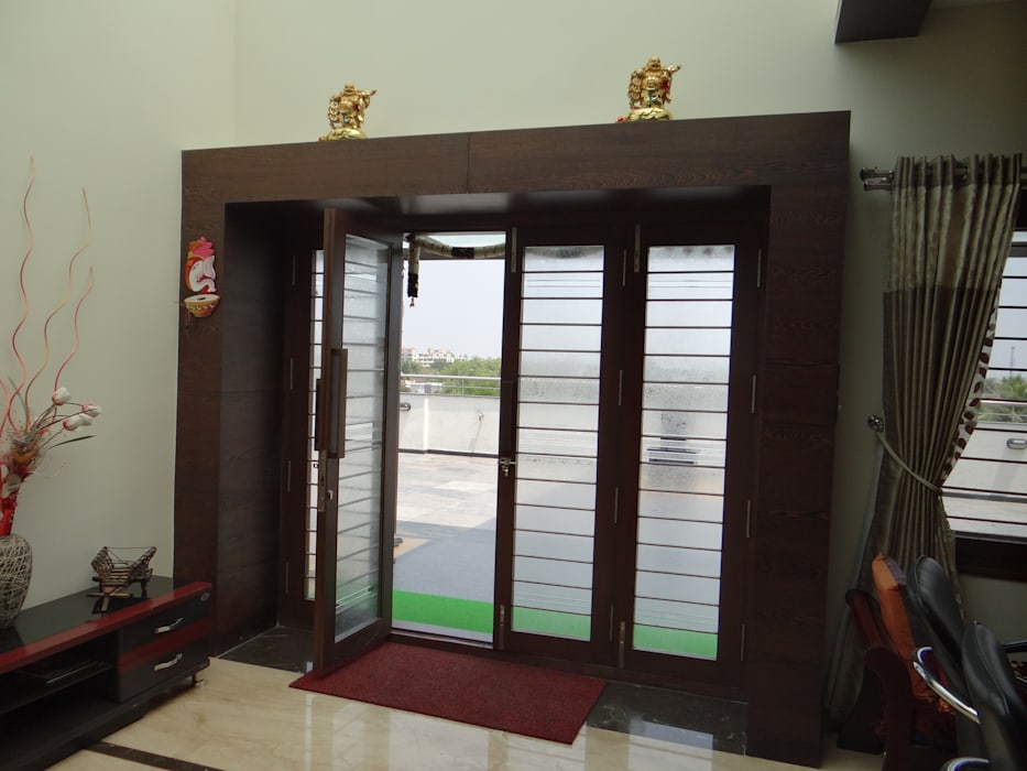 The main door:  Windows by Hasta architects,Modern