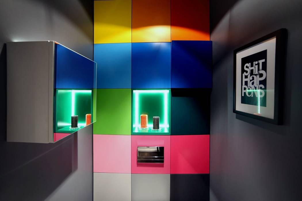 Modern bathroom by INSPACE Modern