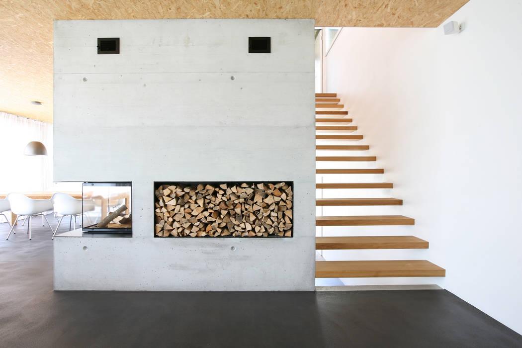 Salas / recibidores de estilo  por skizzenROLLE, Moderno