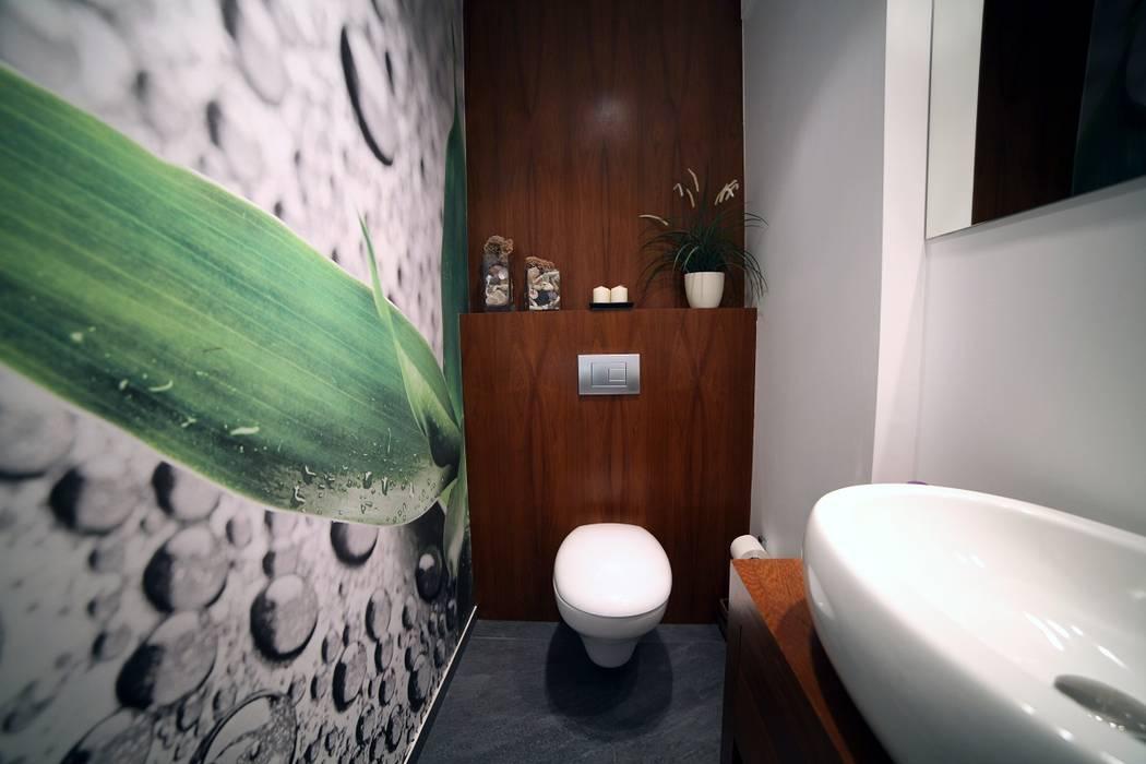Baños de estilo moderno de INSPACE Moderno