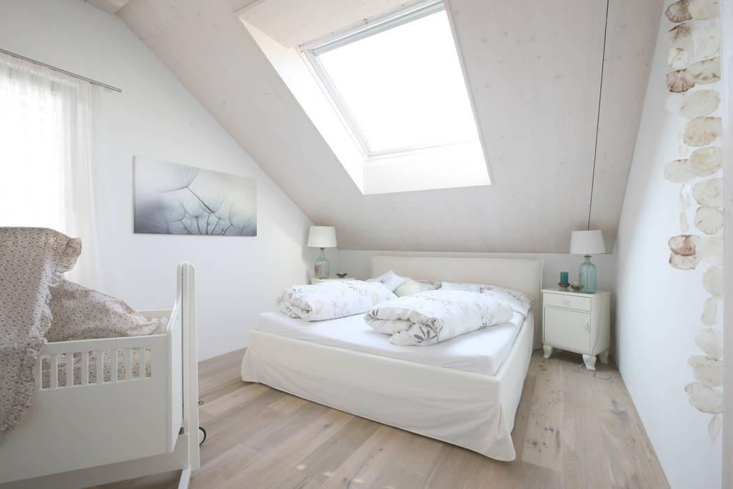 Dormitorios de estilo rural de skizzenROLLE Rural