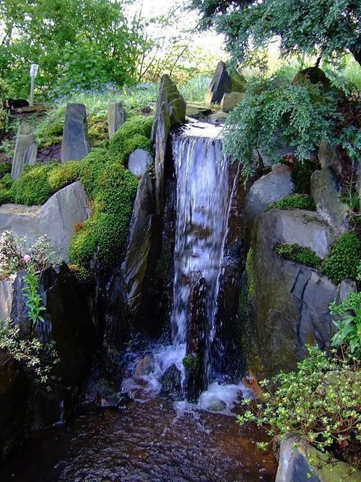 Wasser im garten, wasserfall: garten von japan-garten-kultur ...