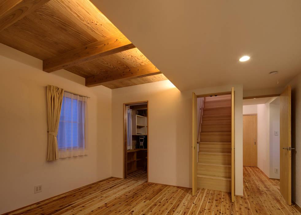 寝室: 有島忠男設計工房が手掛けた寝室です。