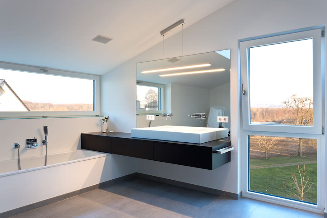 Wohnhaus O32 Moderne Badezimmer von m67 architekten Modern