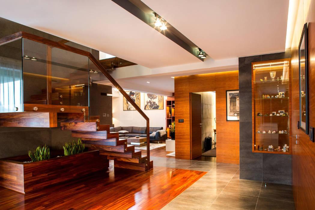Hol: styl , w kategorii Korytarz, przedpokój zaprojektowany przez Viva Design - projektowanie wnętrz