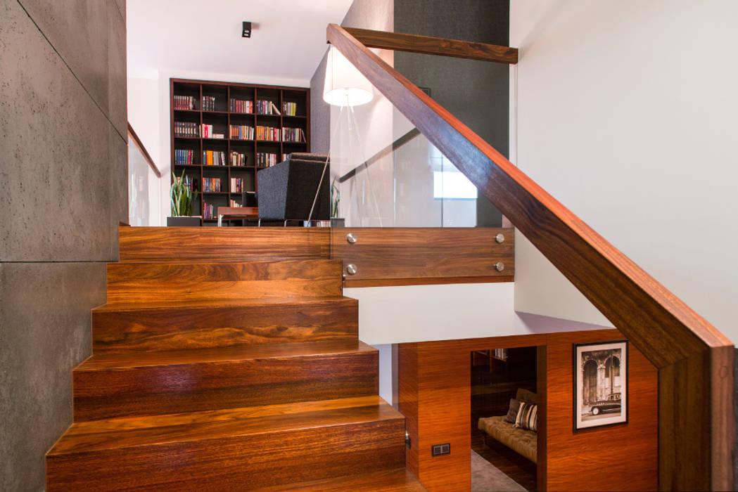 Schody Eklektyczny korytarz, przedpokój i schody od Viva Design - projektowanie wnętrz Eklektyczny