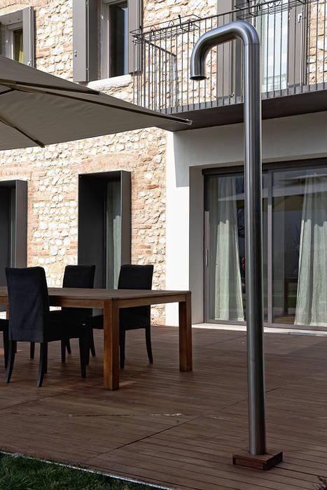 Balcones y terrazas rurales de SARA DALLA SERRA ARCHITETTO Rural