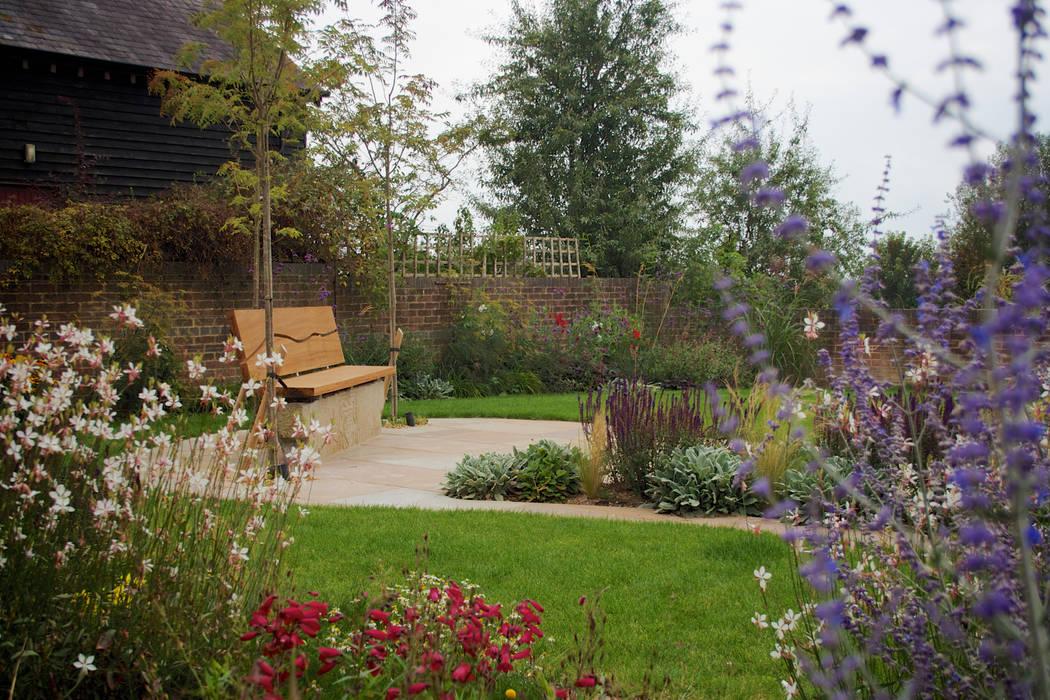 Barn Conversion Garden After от Sylvan Studio