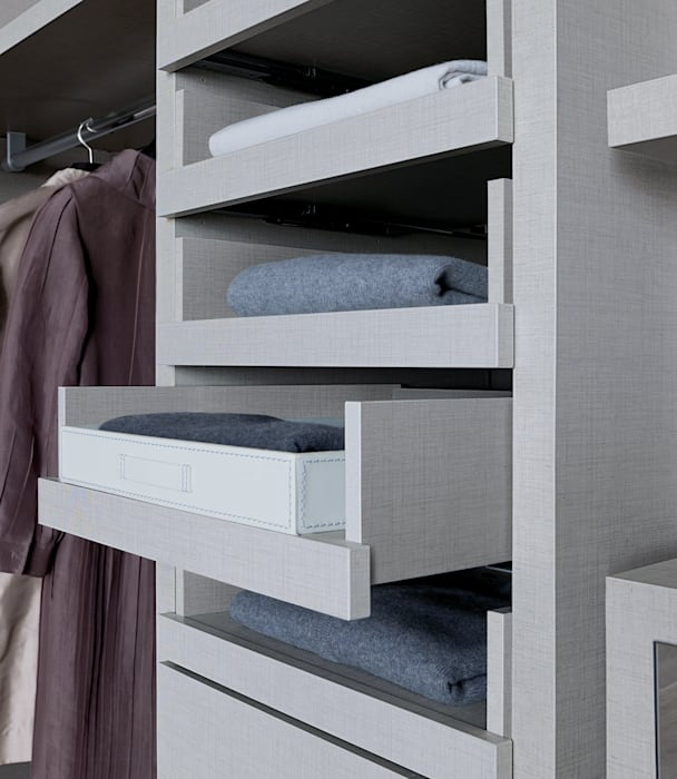 Linen Walk-in-wardrobes :  Dressing room by Lamco Design LTD