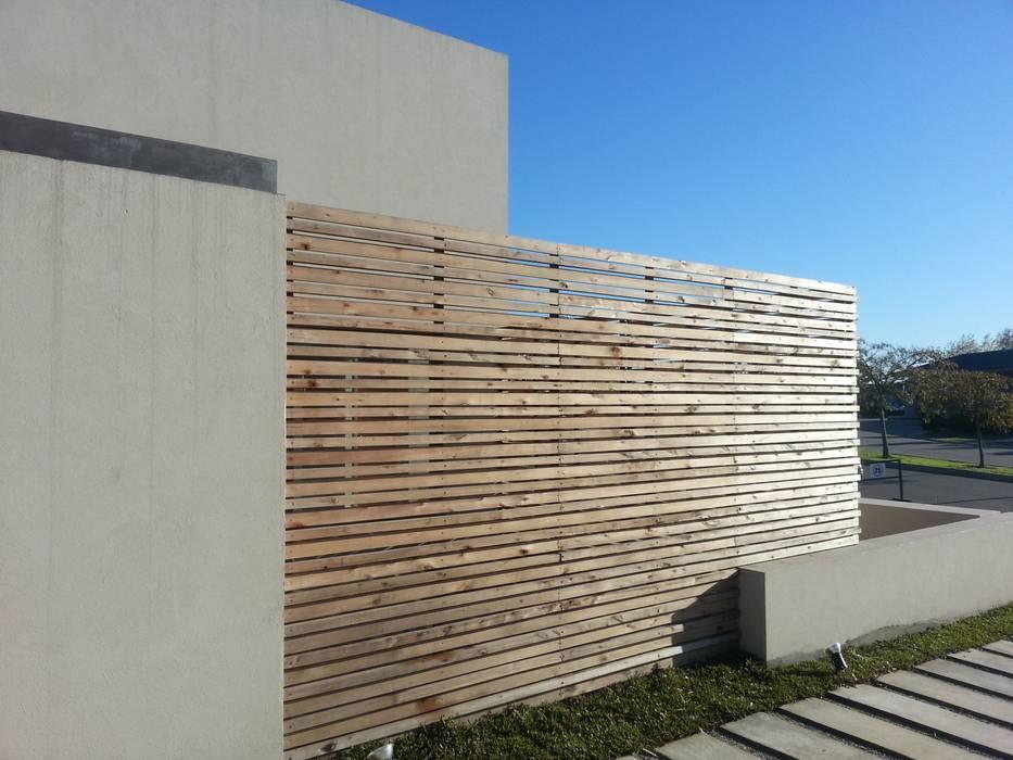 Jardines de estilo moderno de estudio|44 Moderno Madera Acabado en madera