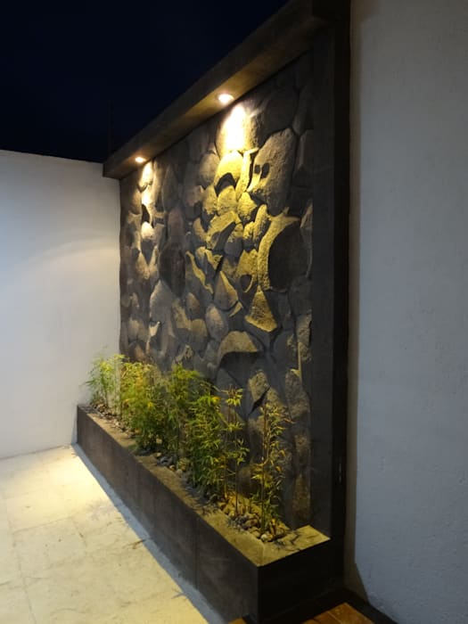 by CONSTRUCTORA ARQOCE Modern