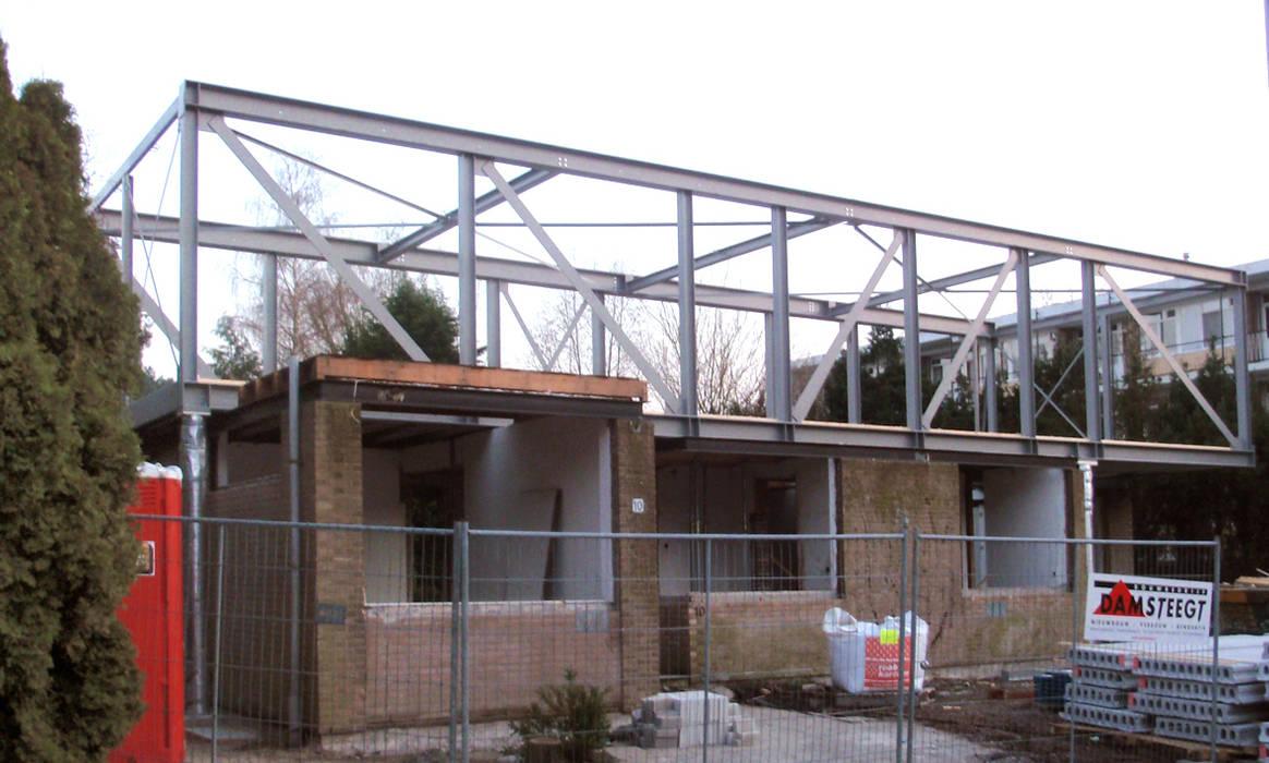 De stalen constructie van de bovenverdieping net na plaatsing van Architéma Architectuurstudio