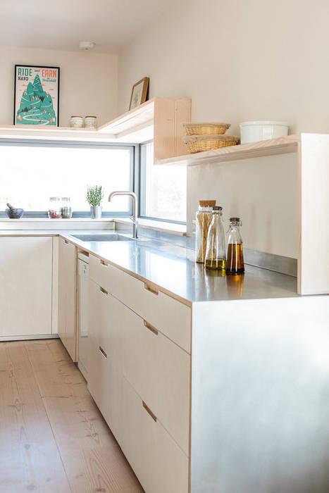 Contemporary Eco Kitchen in the Cotswolds Skandinavische Küchen von homify Skandinavisch