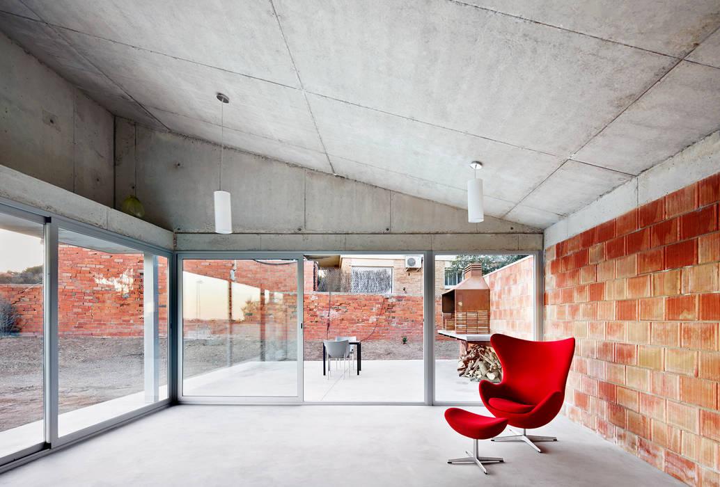 Barbacoa house: Salones de estilo  de Pepe Gascón arquitectura,