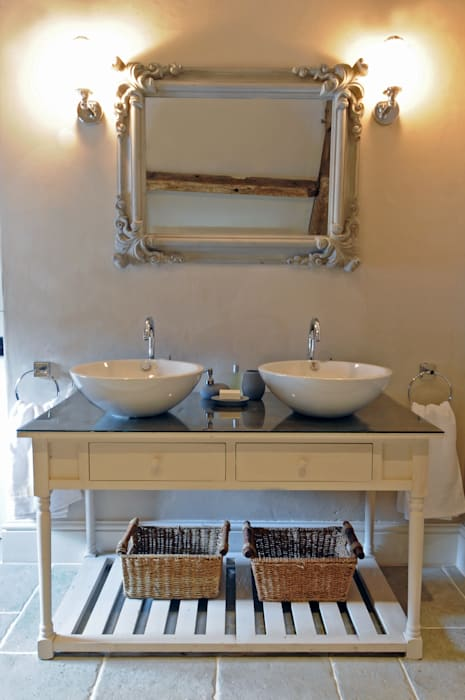 Taylors Etc Client Bathrooms : country Bathroom by Taylors Etc