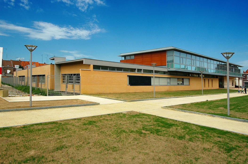 Groupe scolaire Paul Bert : Ecoles de style  par ELIE CHAHINE ARCHITECTES