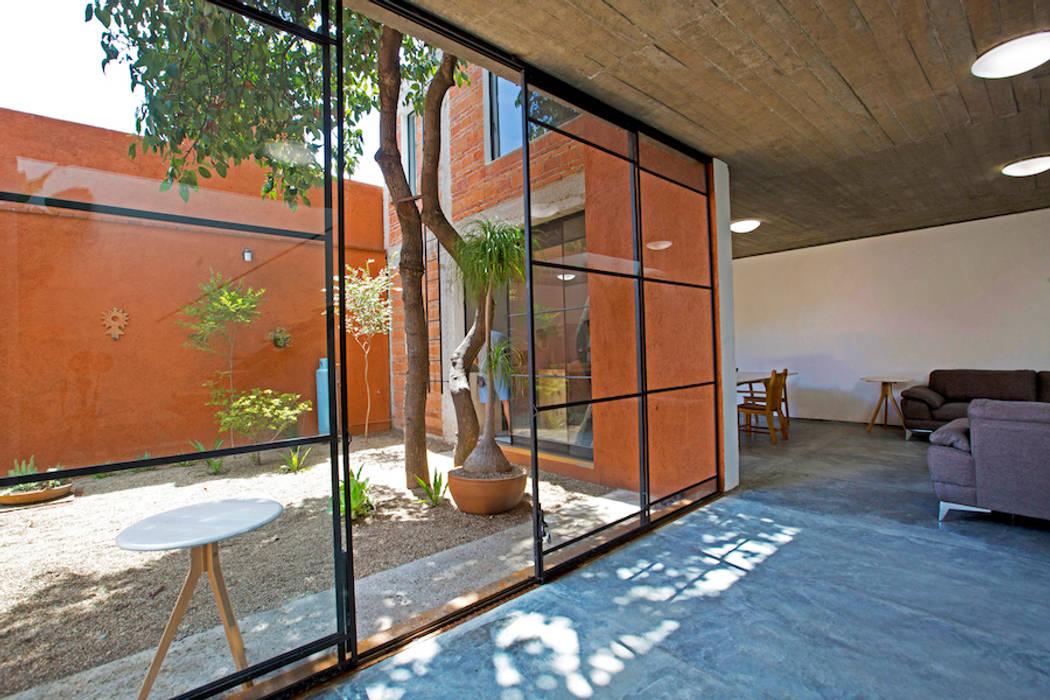 CASA XOCHIMILCO _ II Casas modernas de rOOtstudio Moderno