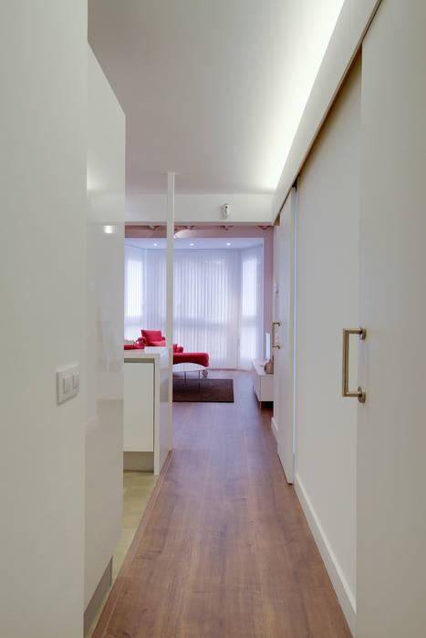 Pasillos, vestíbulos y escaleras de estilo minimalista de ELIX Minimalista