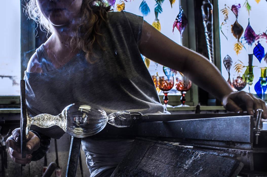 El proceso del vidrio soplado: Yates y jets de estilo  de Alba Martín Vidrio Soplado,