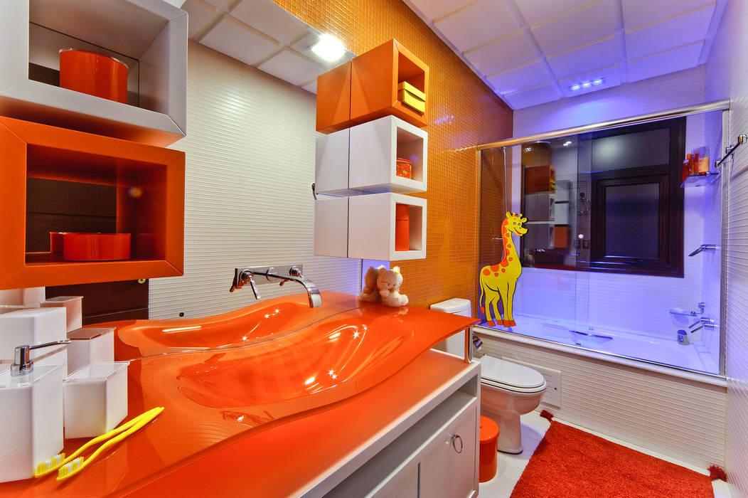 banheiro de menina arquiteta aclaene de mello Banheiros modernos Laranja