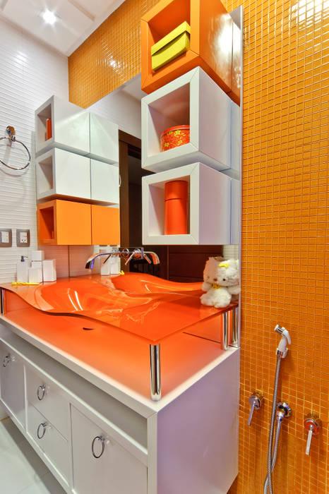 banheiro de menina: Banheiros  por arquiteta aclaene de mello