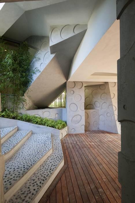 走廊 & 玄關 by IROJE KIMHYOMAN, 現代風