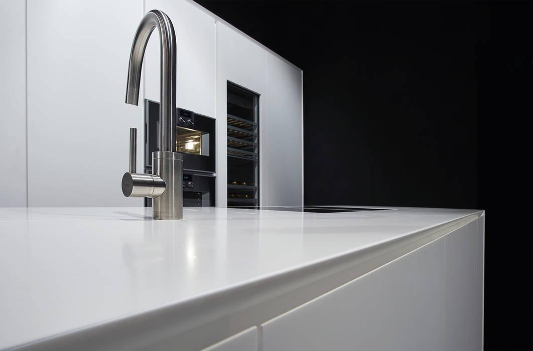 現代廚房設計點子、靈感&圖片 根據 Ri.fra mobili s.r.l. 現代風
