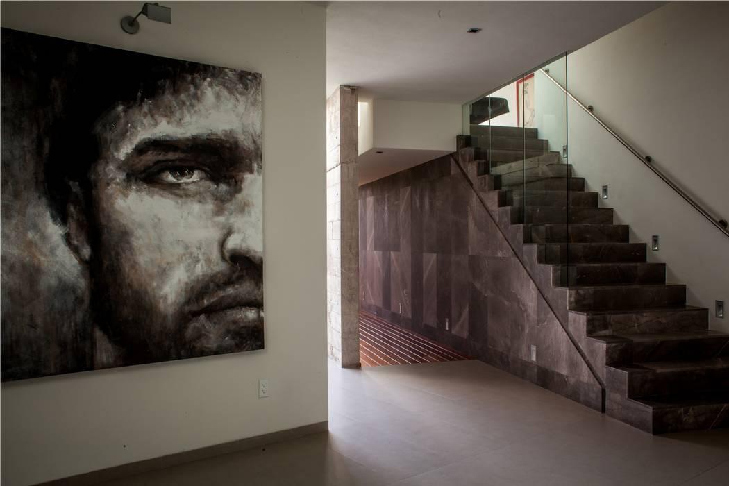 Modern corridor, hallway & stairs by GRUPO VOLTA Modern